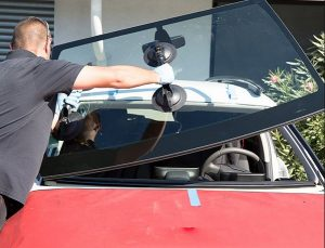 Read more about the article Cash back program offered in Arizona for windshield replacement